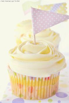 L'acidulé du citron et la richesse du chocolat blanc allié à la fraicheur du fromage frais, rendent ce cupcake et son glaçage parfaitementirrésistibles. Cupcakes citron & chocolat blanc de Mamancâline -24 cupcakes -prép 20 m