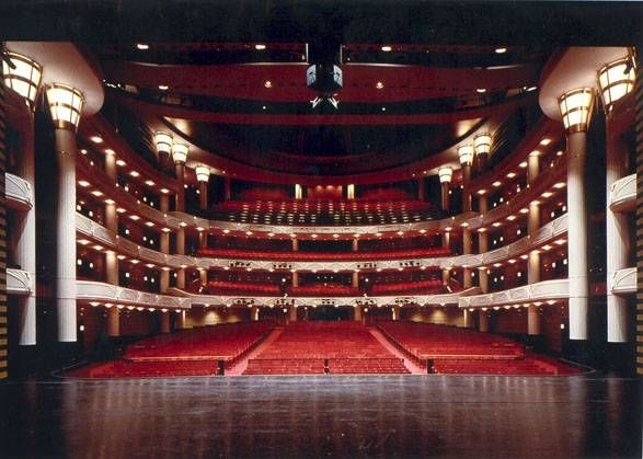 30 Things to Know Before You Move to West Palm Beach 18. See a Show at the Kravis Center The performing arts center has four venues and puts on a variety of plays, concerts, and other shows throughout the year. It is home to the Miami City Ballet, the Palm Beach Opera, and the Palm Beach Pops.