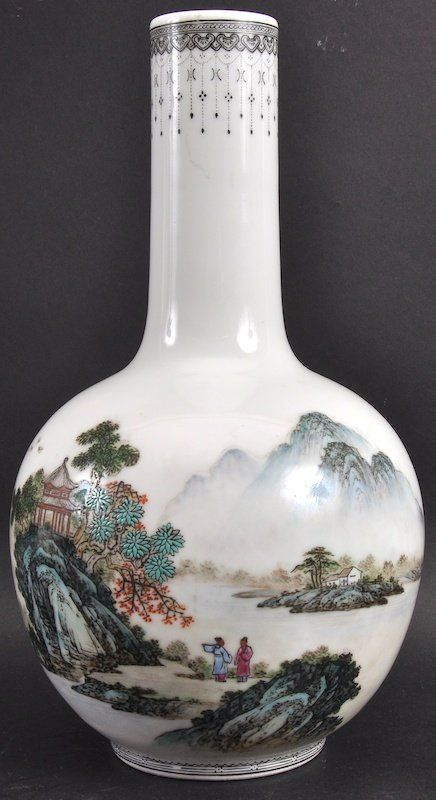 A Chinese Republican Period Bulbous Porcelain Vase Lot