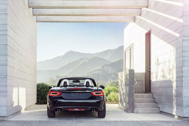 Fiat 124 Spider Photos