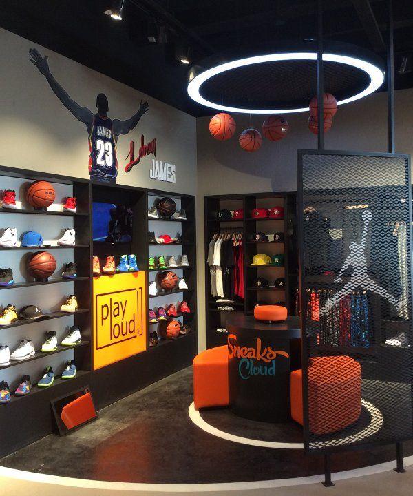 Basketbol sevgimizi mağazalarımıza da yansıtıyoruz!  Basketbol ayakkabılarına ulaşmak için: http://sneakscloud.com/erkek-basketbol-ayakkabisi