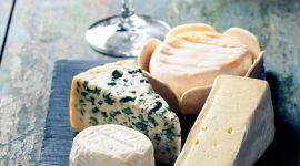 Ost- og ølsmaking i gave. Her får man smake forskjellige oster til øl, moro å lære noe nytt!