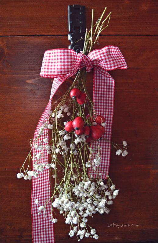 decorazioni natalizie con bacche di rosa bouquet