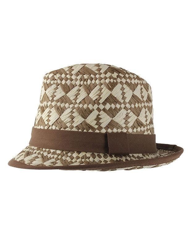 Sombrero de Salvador Bachiller; aporta así un toque chic a todos los looks, bohemio soñador y como sus materiales, confeccionado en rafia, muy natural. Un regalo que le sorprenderá.