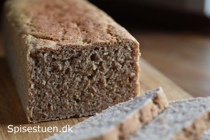 Familiens mindste put skal snart have rugbrød, og det har inspireret mig til denne opskrift. Bondebrødet er en mellemting mellem rugbrød og franskbrød, og det er uden kerner. Til de mindste putter …
