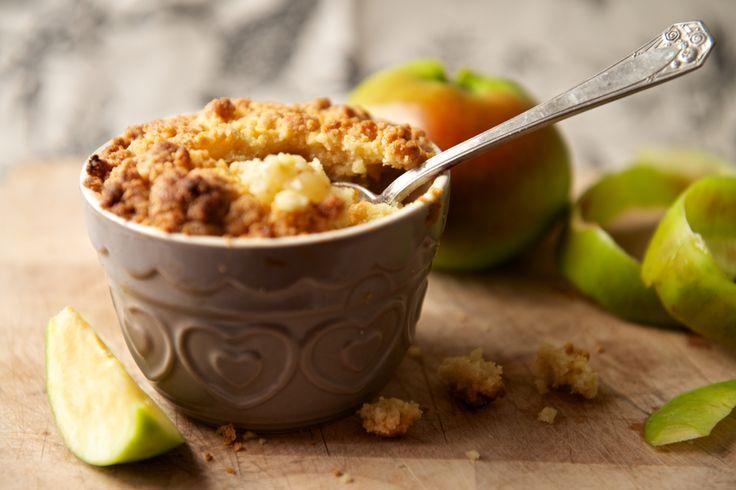 Préparation: 1. Préchauffez votre four à 180°. 2. Épluchez les fruits, coupez-les en morceaux et mettez-les dans plat à gratin. 2- Mélangez la farine, la cannelle, la cassonade et le beurre du bout…