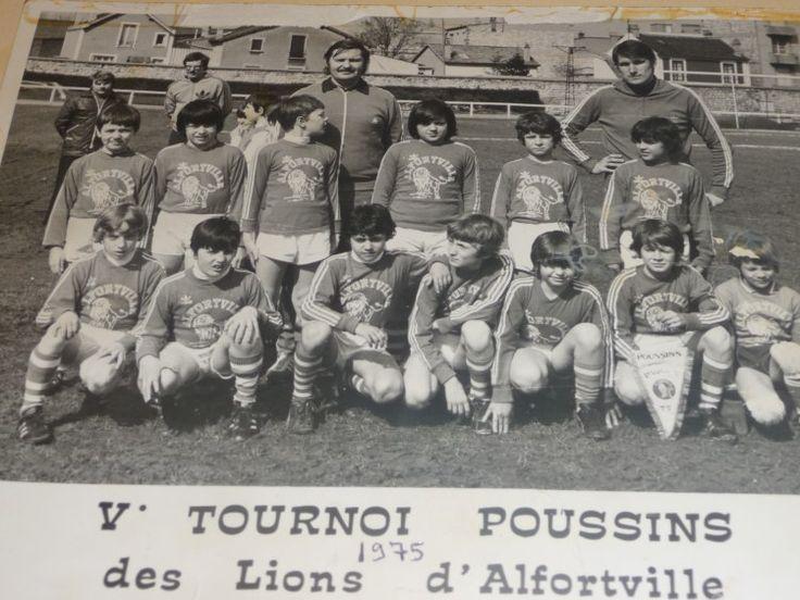 Photo souvenir des Lions d'Alfortville lors d'un tournoi de foot en 1975 !