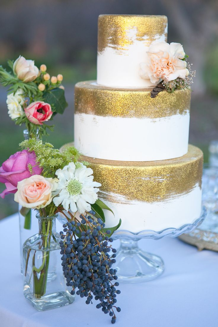 #KatieSheaDesign ♡♡♡   I would Love to use this Cake Design for a New Year's Eve Wedding.  Lots of glitter sprinkled around it with gold & silver dinnerware and red roses!!