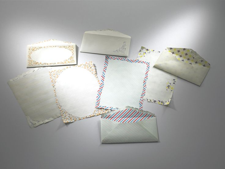 「paper chips」 Complementary patterns, front and back, on letter paper and envelope sets that seem to have been pieced together from colorful scraps of paper.Reversible patterned envelopes (unglued)