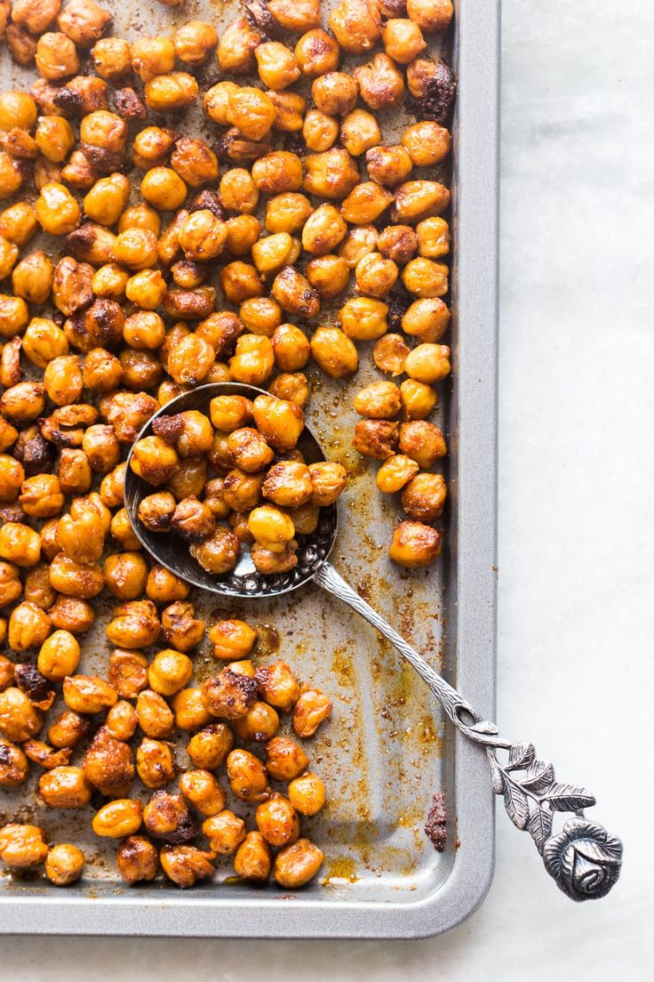 An easy foolproof recipe for roasted chickpeas flavored with Indian Masala. This recipe is sure shot way to get super crunchy chickpeas or chanas.