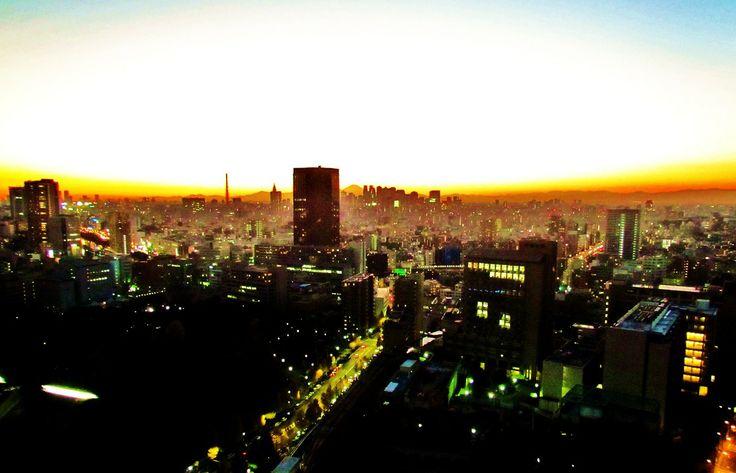 http://dunnowhatiwannado.tumblr.com/page/2  Tokyo, Japan Winter Sunsets