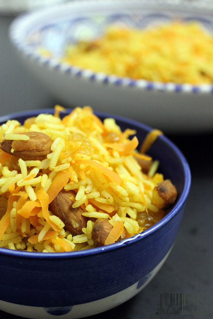 Arroz persa, é um arroz completamente diferente dos estilos europeus. Doce, picante e crocante, o arroz persa torna-se como uma nova experiência pouco perceptível. #persian #rice #vegan #almonds #carrots #easy #quick