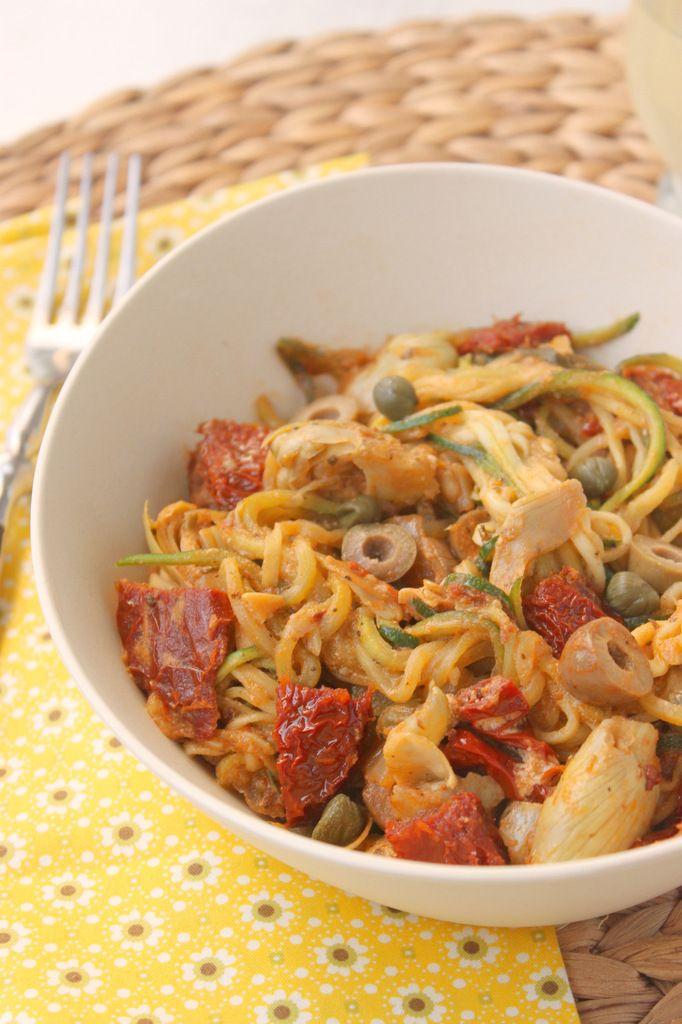 Poêlée de spaghettis de courgettes aux tomates séchées, olives et câpres (au spiralizer) + 4 pistes pour adopter un mode vie sain