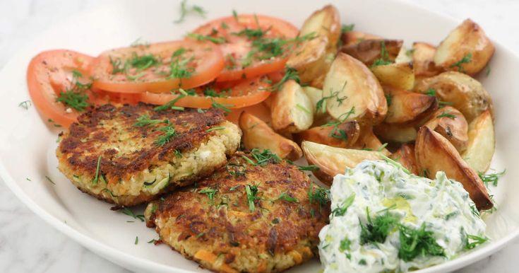 Saftiga grönsaksbiffar som görs på zucchini, morot och kokt couscous. Servera med ugnsrostad potatis, tzatziki och enkel tomatsallad. Lika gott till vardags som fest!