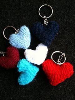 Inför Alla Hjärtans Dag har jag funderat lite på något litet rart att sticka! Hjärtan är toppen! De hjärtan ni ser på bilden är stickade på ...