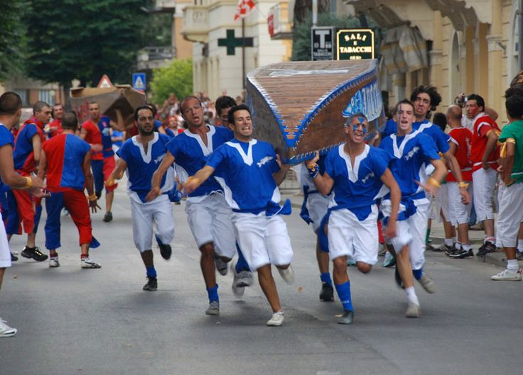 PALIO DELLE BARCHE a PASSIGNANO SUL TRASIMENO. Non perdetevi questa manifestazione a pochi km dal nostro Agriturismo. Tanti eventi per grandi e piccoli: intrattenimento, giocoleria, mercatini! PALIO DELLE BARCHE in Passignano sul Trasimeno. Do not miss this event a few kms from our Agritursimo. Many events for children and adults: entertainment, games, markets and exhibitions!