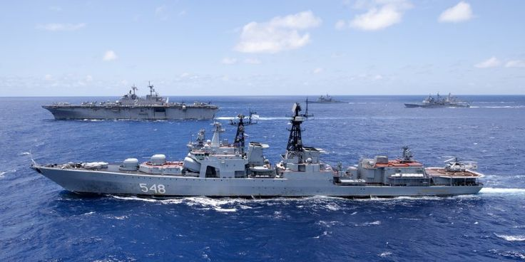 July 31, 2015 - Three ships of the Russian Navy's Pacific Fleet, with 482 crewmembers on board, docked at Tien Sa port in Da Nang city on July 31st. The ships are the Admiral Panteleyev destroyer, Pechenga tanker and SB-522 tugboat. The Russian guests were welcomed by representatives from the Department of External Relations under the Ministry of National Defence, Naval Region III Command, Da Nang city's Military Command and Border Guard Command, and Russian Consulate General in the city.