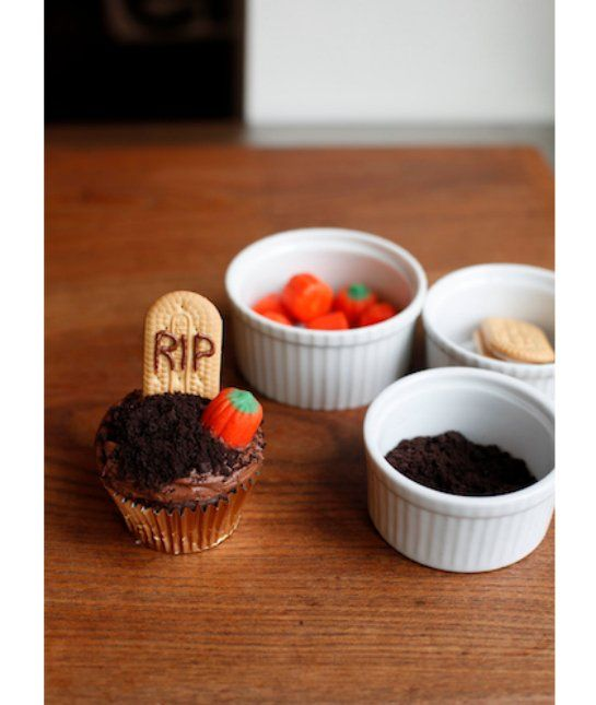 ghoulish graveyard 8 other halloween cupcake ideas - Halloween Bakery Ideas