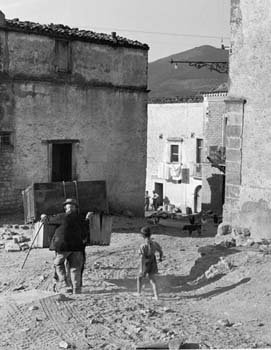 "from the series ""Gente del Sud"", 1956   © Nino Migliori"