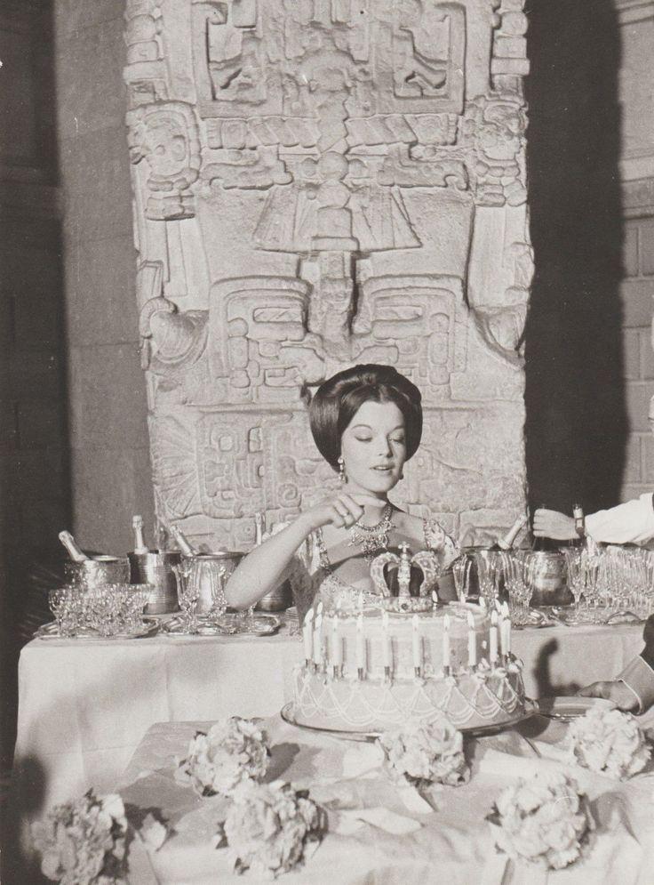 Original Film Foto 9 Romy Schneider Party zum 20. Geburtstag mit Stars / Mutter in Filme & DVDs, Film-Fanartikel, Fotos | eBay