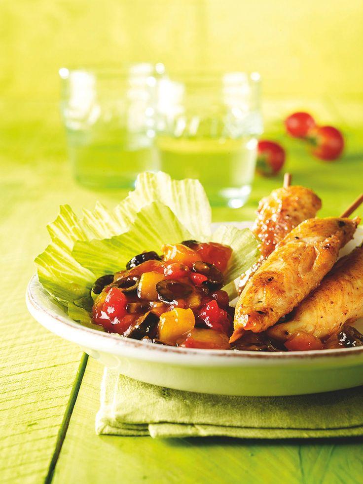 Eine leckere Grillsoße mit Tomaten, Paprika und Oliven