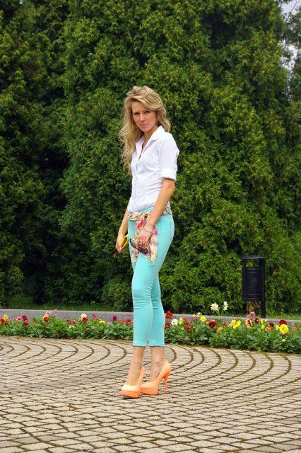 Peach heels. Mint pants. White shirt. elikshoe