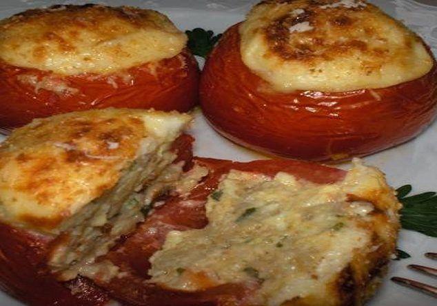 Ντομάτες γεμιστές με μελιτζάνες και μπεσαμέλ!