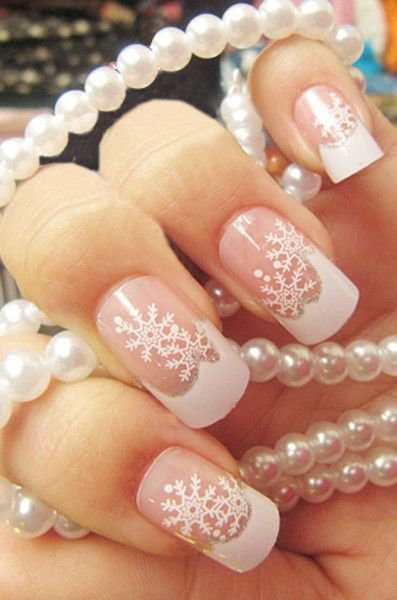 French Manicure Snow Nail Art // #diy #winter #christmas