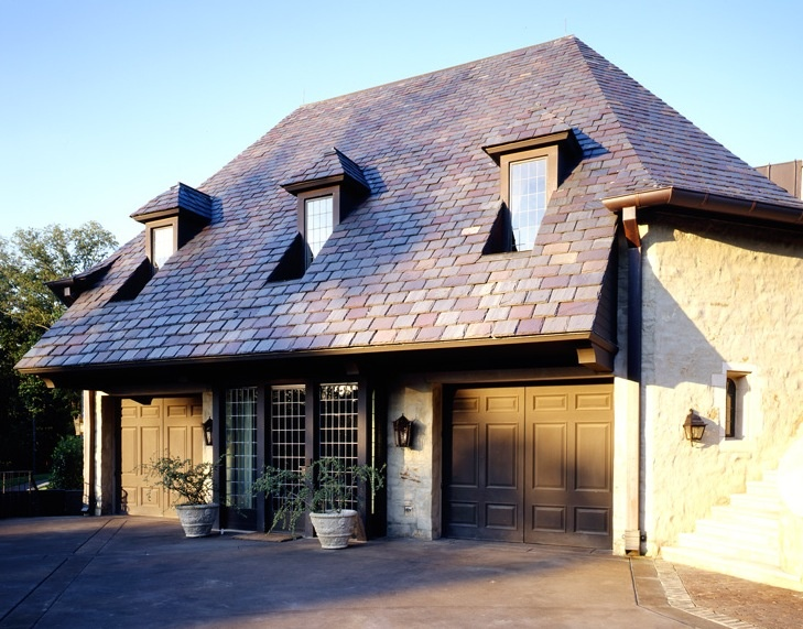 carriage house by mcalpine tankersley: Carriage House Garage, Garage Doors, Cars Garage, Carriage Coach House, Mcalpin Tankersley, Car Garage, Tankersley Garage