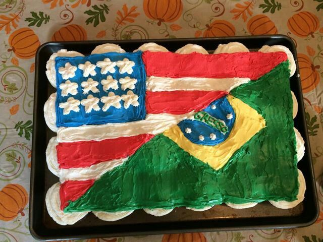 Half American flag and half Brazilian flag made by me Suzy McRae. This was made for a farewell party for Brazilian exchange students - Suzy McRae #american #brazilian #cupcakes