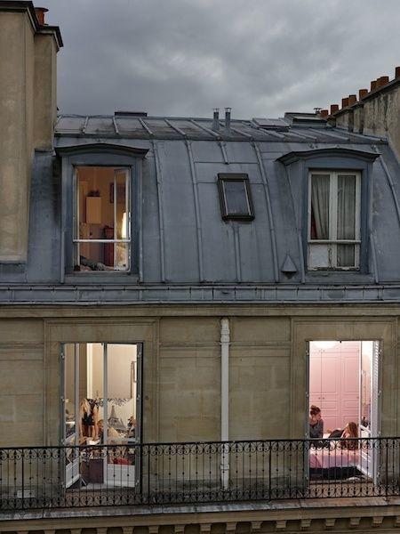 Esta serie de fotos de París explora el arte del voyeurismo