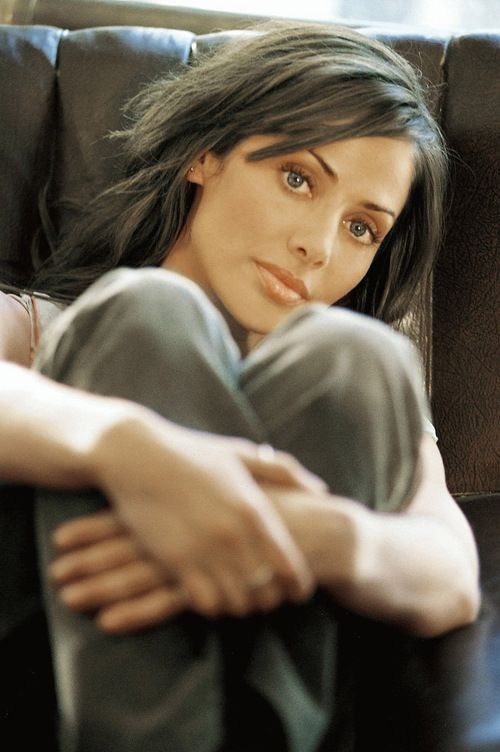 Natalie Imbruglia (February 4, 1975)  Johnny English
