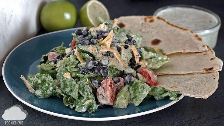 SAŁATA Z KOLENDROWO-JOGURTOWYM DRESSINGIEM #sałata #awokado #fasola #salad #avocado #tortilla #cheddar #cilantrodressing #PodNiebienie #tortillas #fitfood #mexicanfood #kuchniameksykańska #mexicancuisine #texmex #mexico