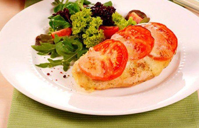 Hähnchenschnitzel Tomate-Mozzarella - Kohlenhydratfreie Rezepte für die Low carb Diät - Zutaten (für 4 Personen): 4 Hähnchenschnitzel (à ca. 170 g) 2 EL Öl Salz Pfeffer aus der Mühle Paprikapulver 1 TL Basilikum-Paste 4 EL Zitronensaft 2 TL brauner Zucker...