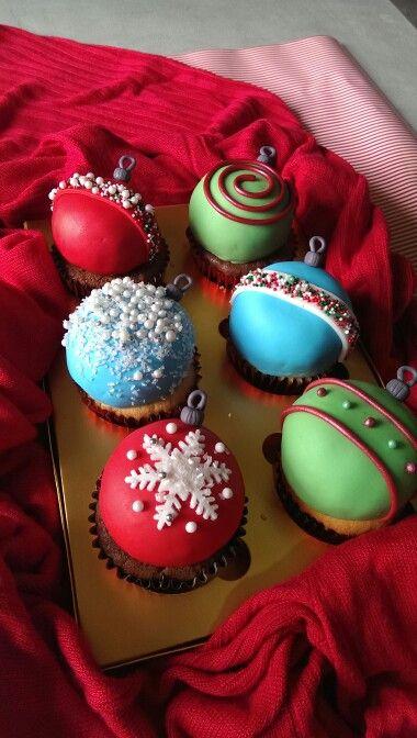 Xmas ornament cupcakes