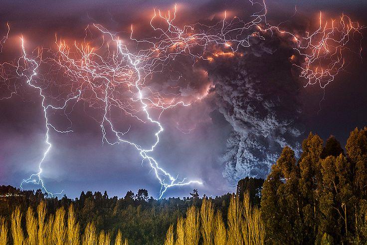 superbes images d une eruption volcanique au chili 2   Splendides photos dun orage volcanique   volcan photo orage lave image Francisco Negr...