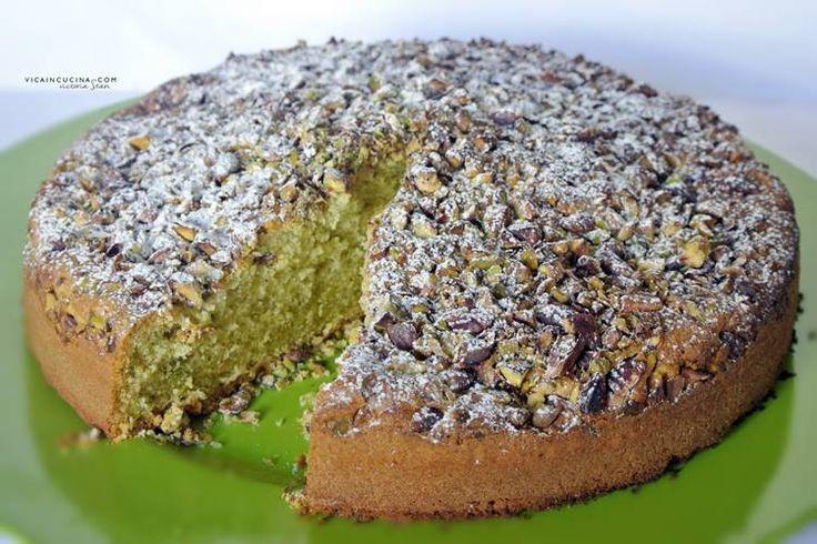 Torta all'interno e all'esterno col pistacchio - un dolce rustico, soffice, non troppo pesante, delizioso!