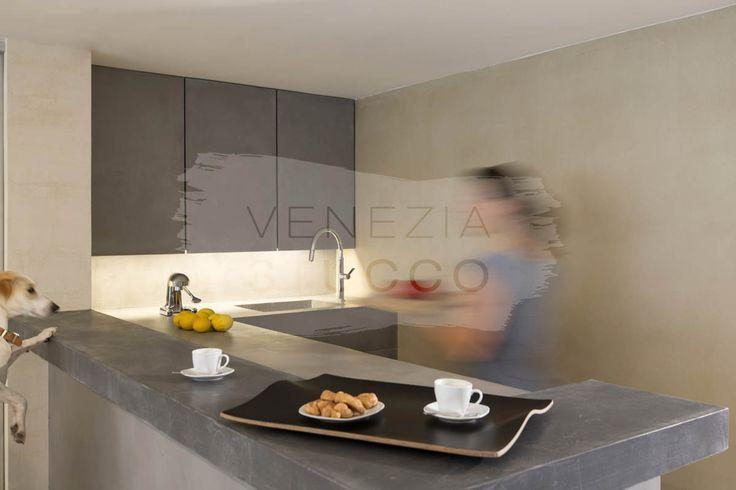 Πατητή τσιμεντοκονία στην κουζίνα.