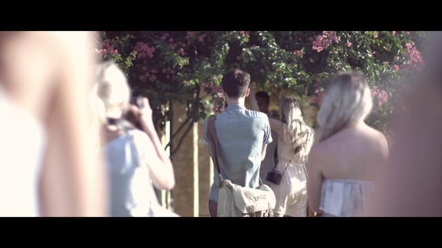Vídeos de boda y pre-boda // Wedding videos and save the date QUe gusto da encontrarse con video tan bonitos como el de esta boda trendy #videodeboda #bodatrendy Feather FieldTrip HD by Seth Mourra