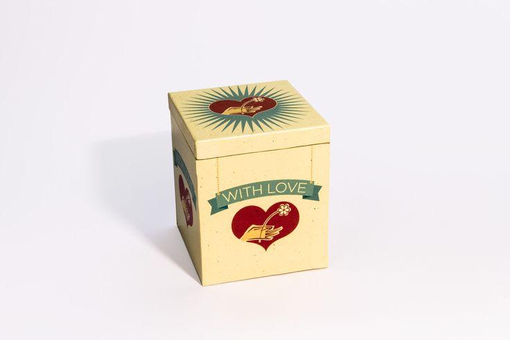 Scatola With Love  Materiale:Legno rivestito Dimensioni:9 x 9 cm altezza 11 cm • Info: enrico@ynedit.it