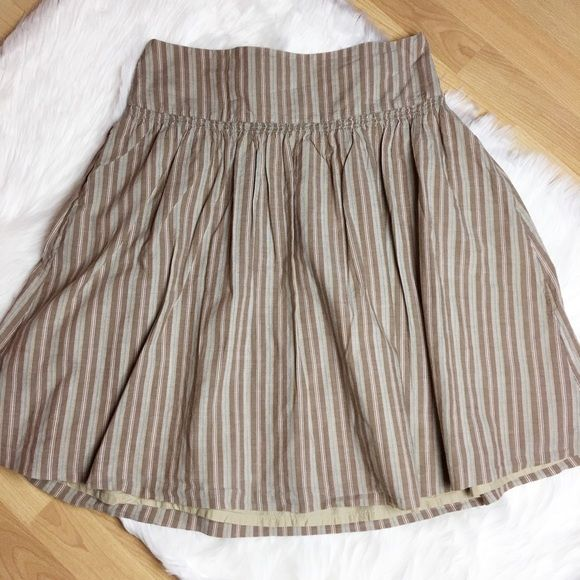 🛍5/25🛍 Old Navy Striped Skirt Low waisted striped skirt• 100% Cotton• 22 inches long• Double lining skirt• Fits size 8• Good condition• 🚫No Trade/PP🚫 Old Navy Skirts