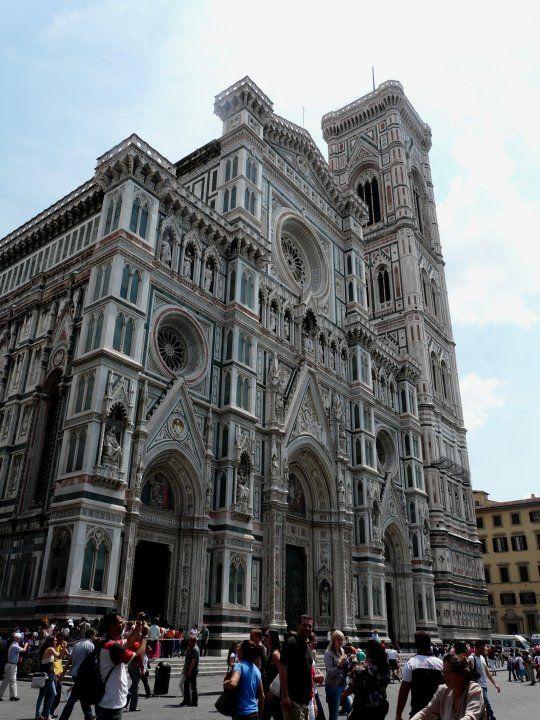 Photo de Location de vacances en Italie n°7 : Façade de la cathédrale (duomo) Santa Maria del Fiore.