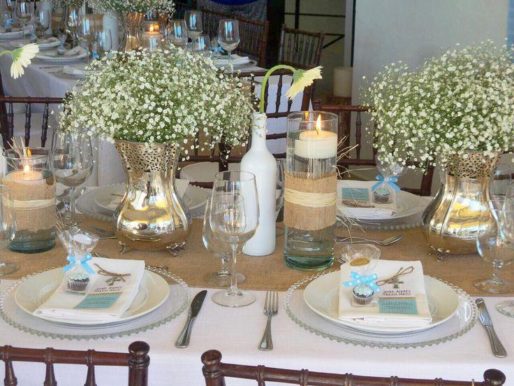 Compartimos contigo nuestros hermosos arreglos de mesa estilo provence, elaborados con Gerberas blancas, esfera de follaje gemela y baby's breath.