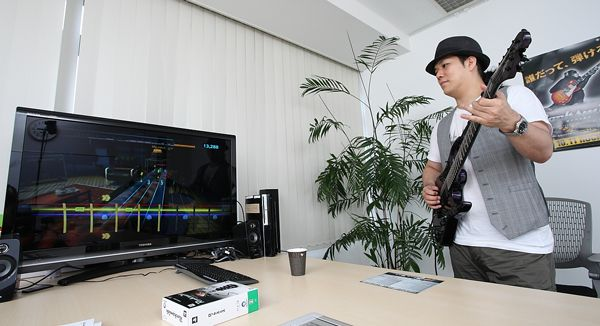 【集中連載 第一回】本物のギターでプレイできるギターゲーム「ロックスミス」にtatsuoがチャレンジ | ユービーアイソフト | BARKS音楽ニュース