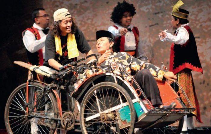 Pertunjukan Kesenian Ludruk Khas Jawa Timur