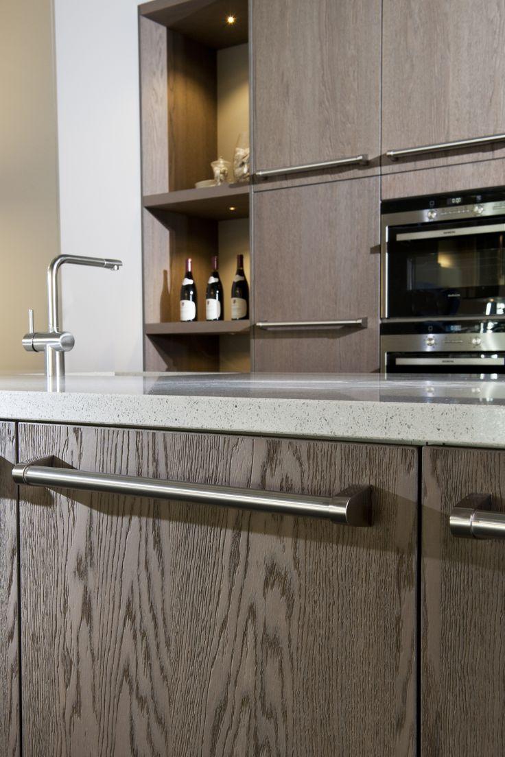 mooie houten keuken met stoere stanggreep kom langs in. Black Bedroom Furniture Sets. Home Design Ideas