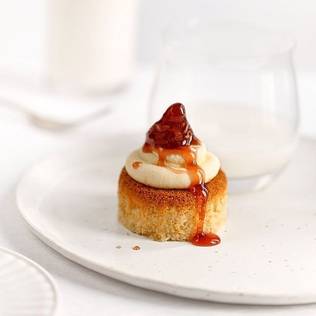 Sweet Monday: sponge cake with cheese mousse and homemade strawberries jam.