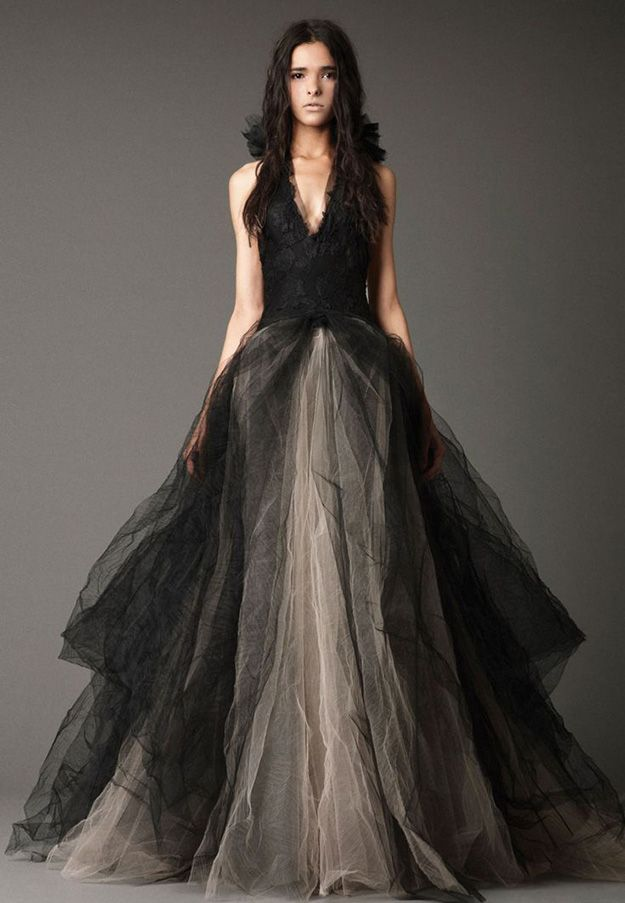 Halloween wedding-inspiration: gothic wedding ideas - Brave the black | CHWV