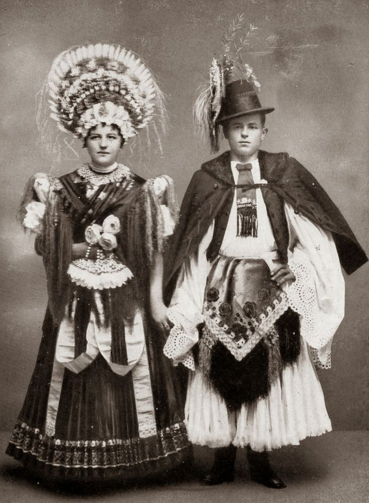 Matyó Originally the wedding dress was black.Here are  examples from the 1910's.