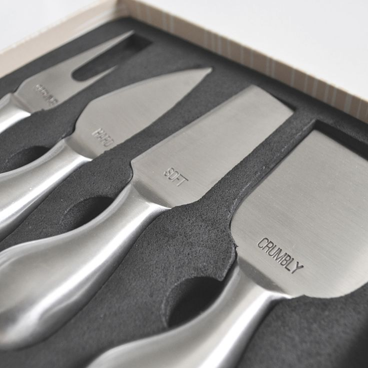 Never know which cheese knife to use on which type of cheese? Problem solved with this cheese knife set!